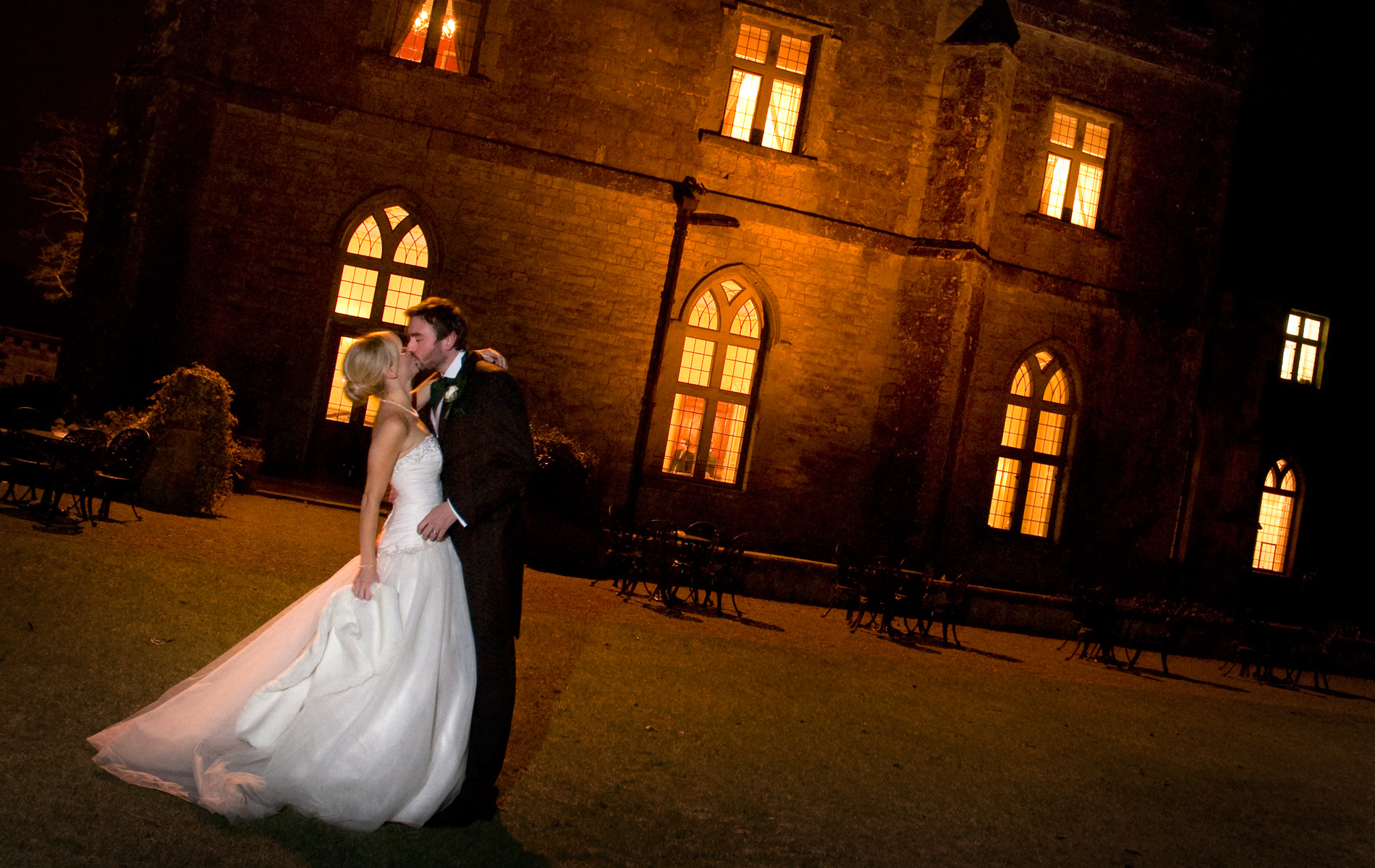 clearwell-castle-wedding-photographer-nightime-bride-groom-winter-weddings-south-wales-wedding-photographernighttime wedding photo of Bride & groom kissing, Clearwell castle weddings.