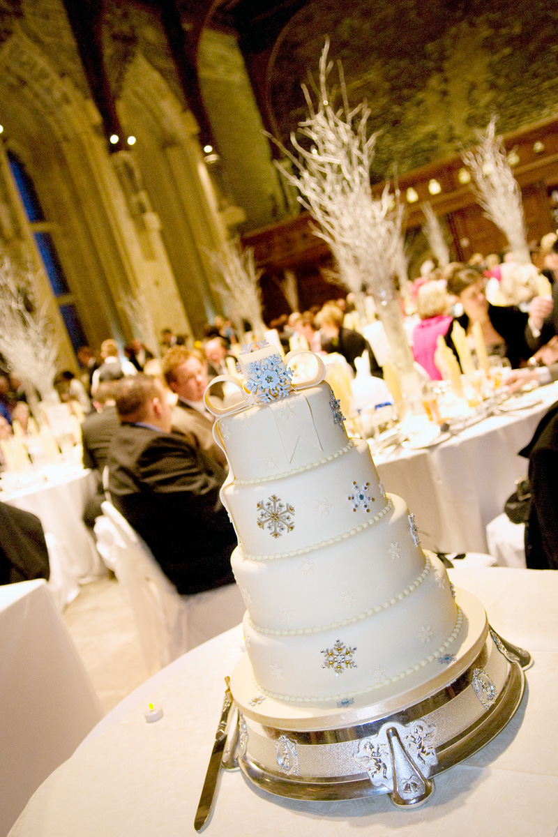 South-wales-wedding-photographer-Caerphilly-castle-weddings-grand-hall-wedding-cake-reception-winter-wedding