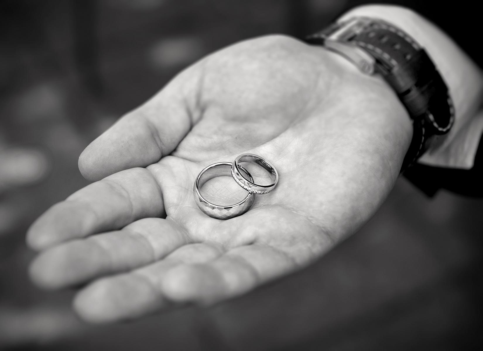 wedding-rings-grooms-hand-cwmbran-wedding-photography-black-and-white-wedding-photography