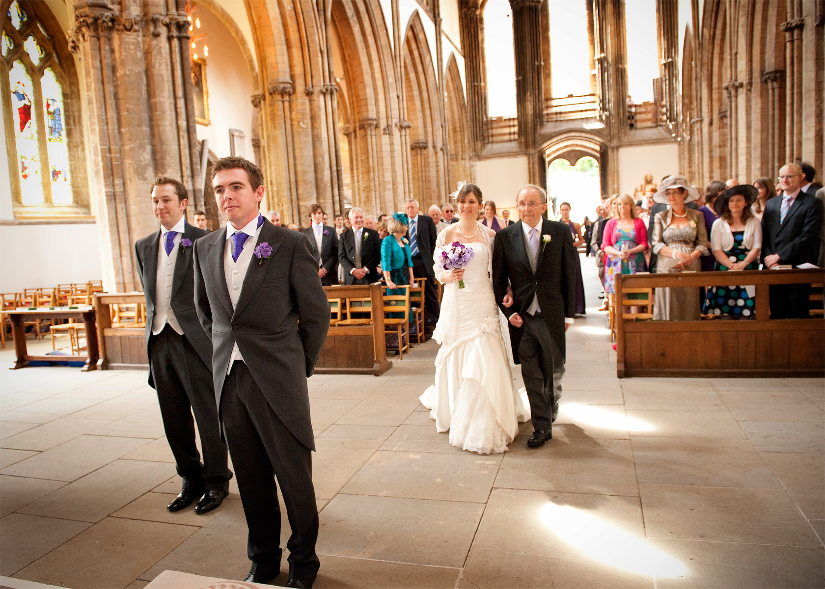 Entrance-of-Bride-at-Llandaff-Cathedral-wedding-photography-in-south-wales.
